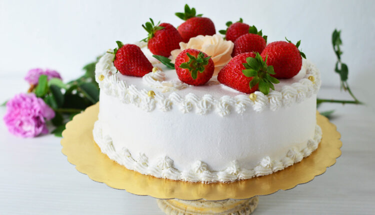 Ljubav na prvi zalogaj: Sladoled torta sa jagodama