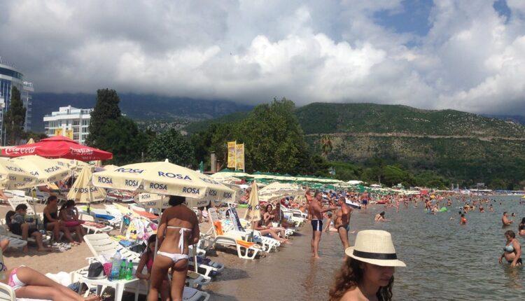 Odlična vest za turiste: Ležaljke u Crnoj Gori besplatne – evo kada i gde