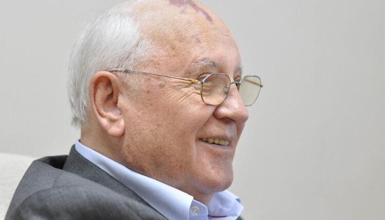 Odakle Gorbačovu tamna mrlja na glavi? (foto)
