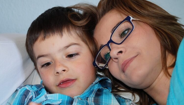 Deca koja su imala strogu majku postaju depresivne osobe