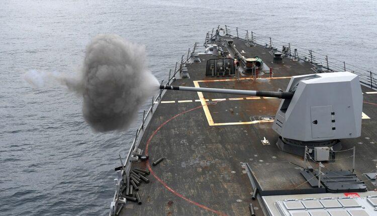 Zaoštravanje: Amerika poslala raketni razarač u Omanski zaliv