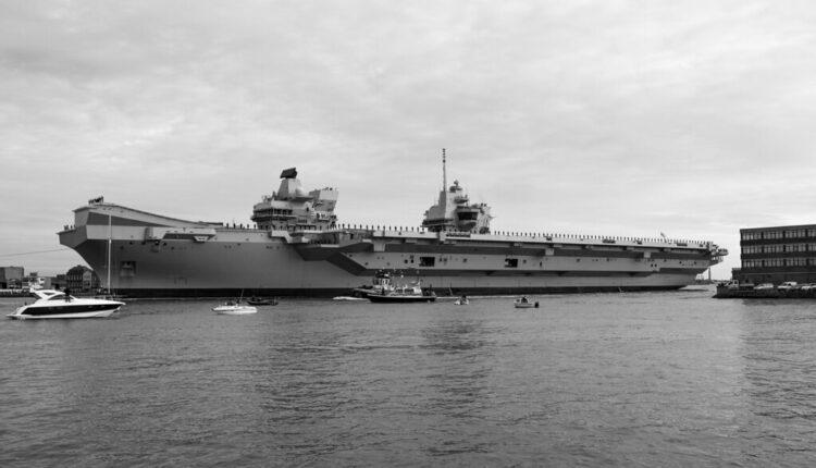 Curi voda na najmoćnijem britanskom ratnom brodu