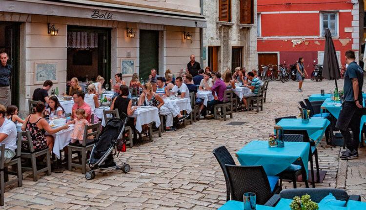 Turisti jeli i pili celu noć, napravili ogroman račun, pa ucenili vlasnika restorana