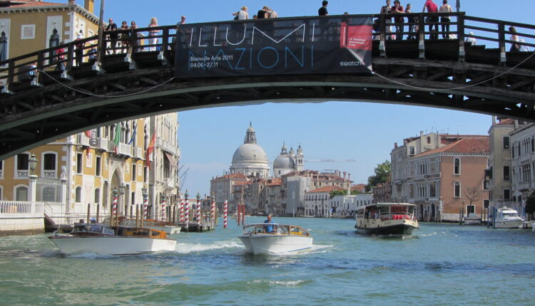 """Zbog """"bestidnog"""" ponašanja – PROTERANI iz Venecije"""