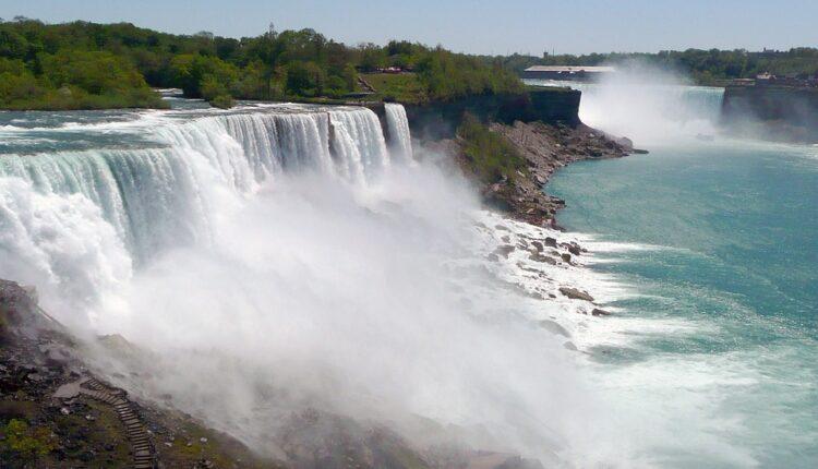 Muškarac preživeo pad sa Nijagarinih vodopada