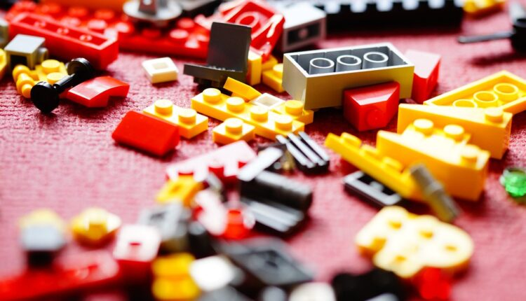 Dete je progutalo lego kockicu? Evo posle koliko vremena će je izbaciti iz tela