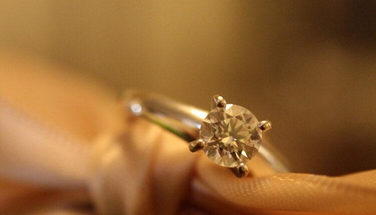Bila je PRESREĆNA kad je zaprosio, a onda saznala UŽASNU ISTINU o vereničkom prstenu