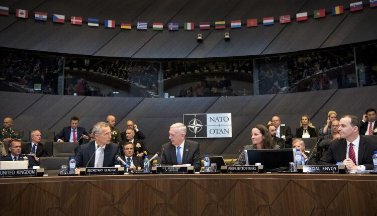 Pala klapna: NATO menja politiku zbog Rusije
