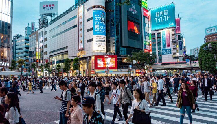 Suludi razlog zašto Japanke ne smeju da nose naočare na posao