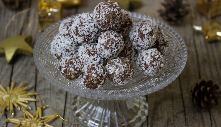 Bez pečenja: Kakao kuglice s kokosom gotove za 15 minuta