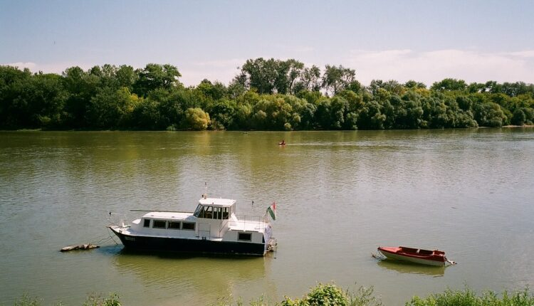 Tela dvojice ribara pronađena u čamcu na Dunavu