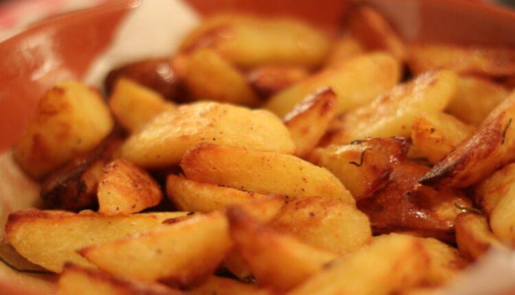 Za najbolji pekarski krompir potrebna su samo tri sastojka