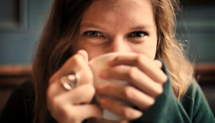 Jutarnja navika koju imaju svi najopasnija je za zdravlje žene