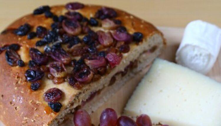 Slatki uskršnji hleb: Ovaj sastojak mu daje POSEBNU čar (recept)