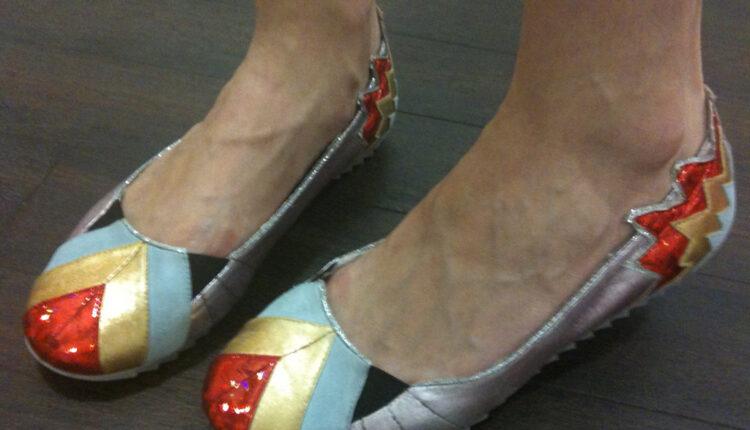 Stručnjaci: zašto se morate izuvati i NE menjati cipele u kojima izlazite?