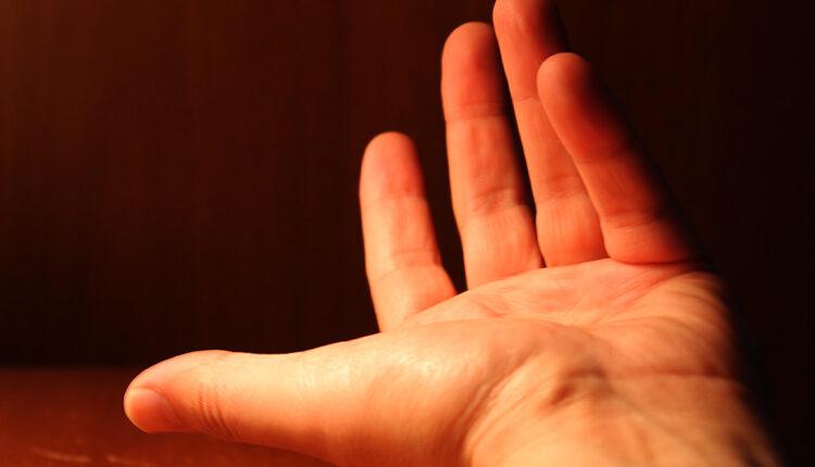 Oprez: Ovo su uzroci drhtanja ruku!