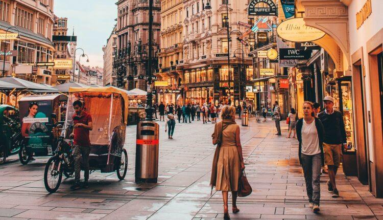 Svi stanovnici ovog grada dobijaju 50 evra da potroše u kafićima i restoranima