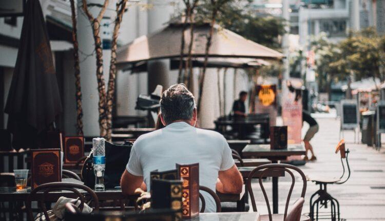 Ispijanje kafe u doba korone: Šta nas od ponedeljka čeka u kafićima