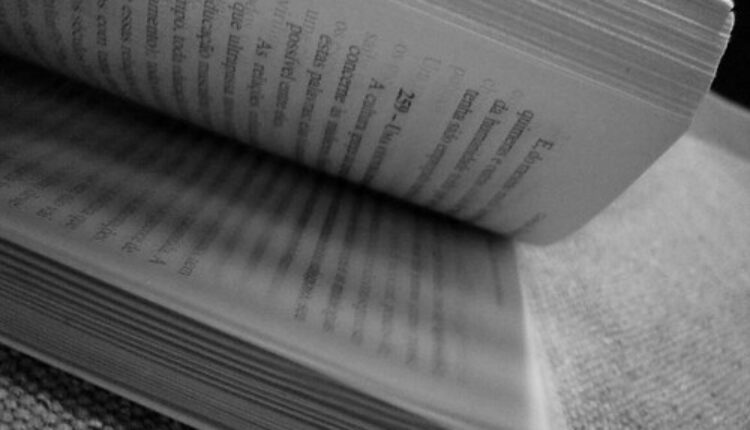 Omiljena pesnikinja izbačena iz školskog programa!