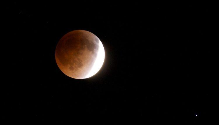 Pomračenje meseca donosi VELIKE promene ovim znacima