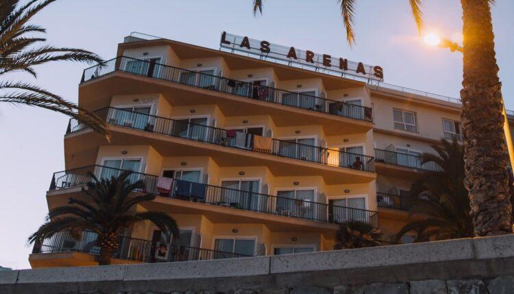 Bizarna nesreća: Pao sa balkona hotela pa usmrtio muškarca