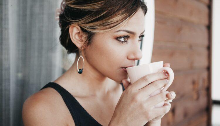 Ima pozitivne efekte, ali previše kafe može izazvati ove probleme