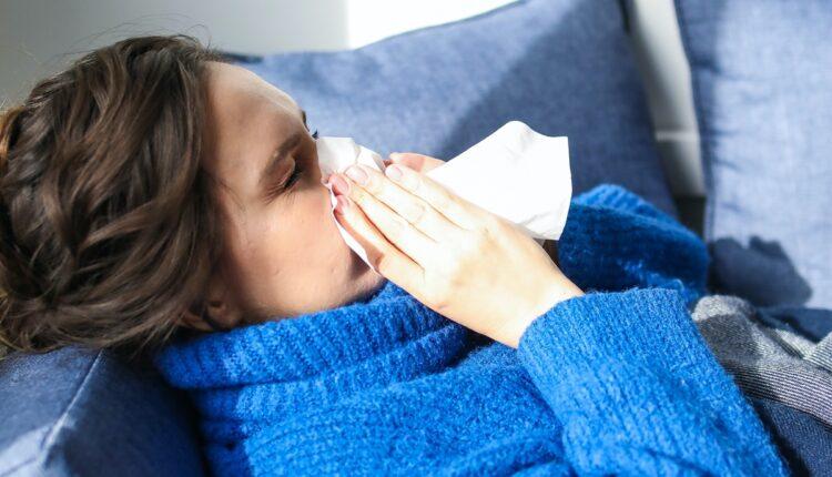 Kako razlikovati kovid od prehlade i sezonskog gripa
