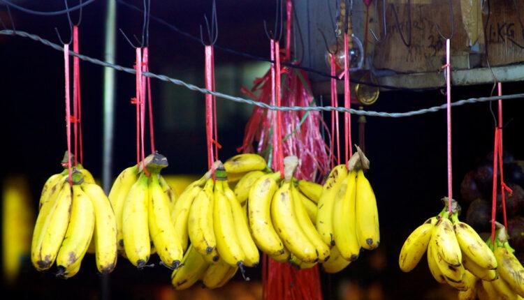 Zašto banane na pijaci često vise u vazduhu?