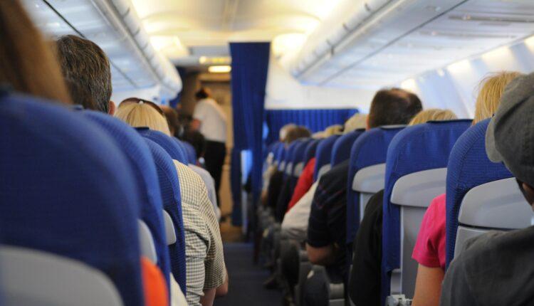 Znate li zašto su sedišta u avionu skoro uvek plave boje?