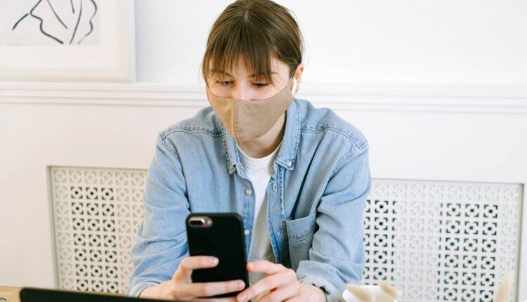 Postoje dve situacije u kojima bi trebalo da nosite masku u svom domu
