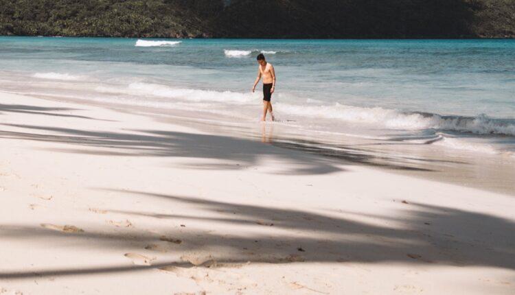 Turista poneo suvenir sa plaže: Kažnjen sa 1.000 evra