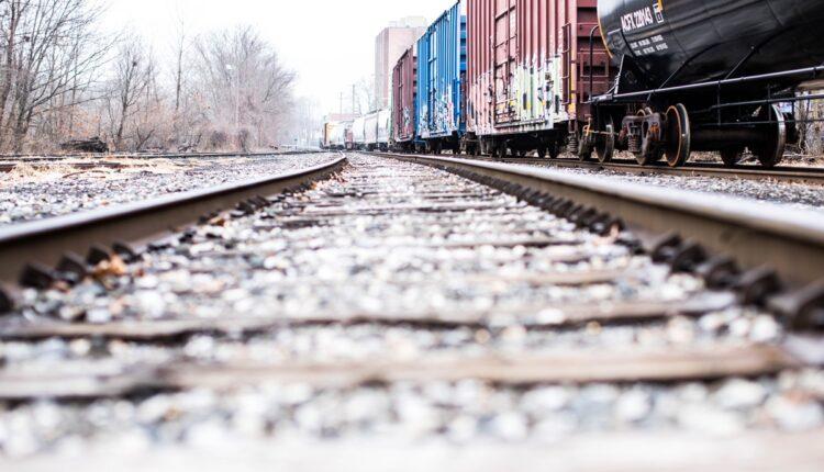 Devojka koju je udario voz u Nišu u kritičnom stanju